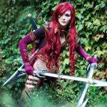 Косплей Катарины из «Лиги Легенд»: вооружена и готова убивать