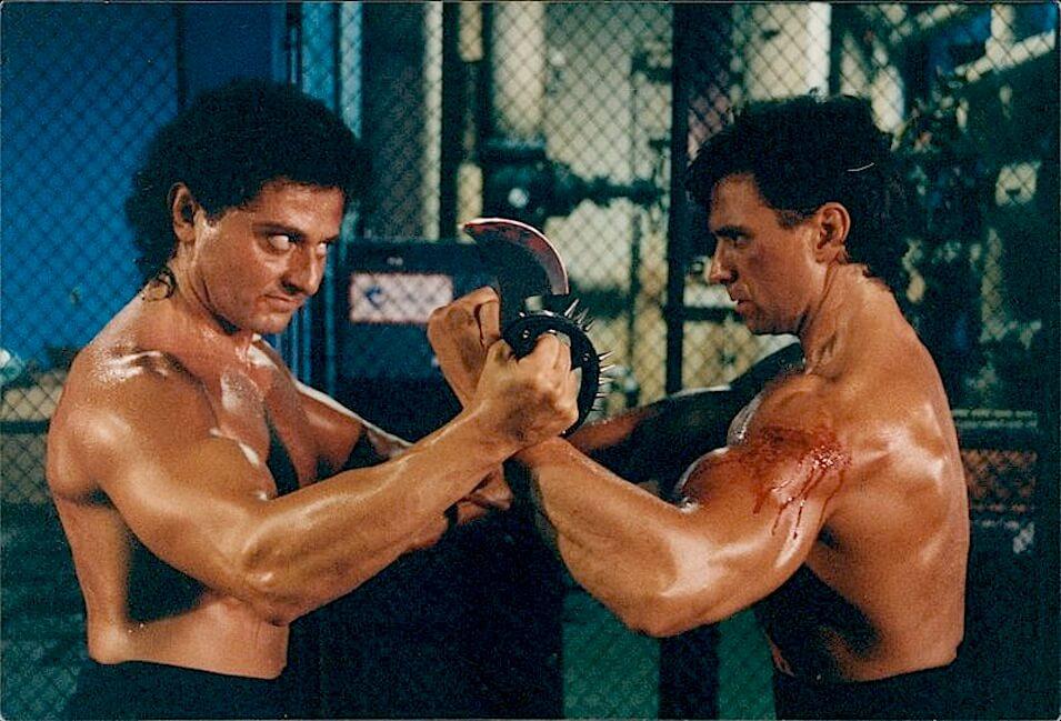 Непобедимая (1993)