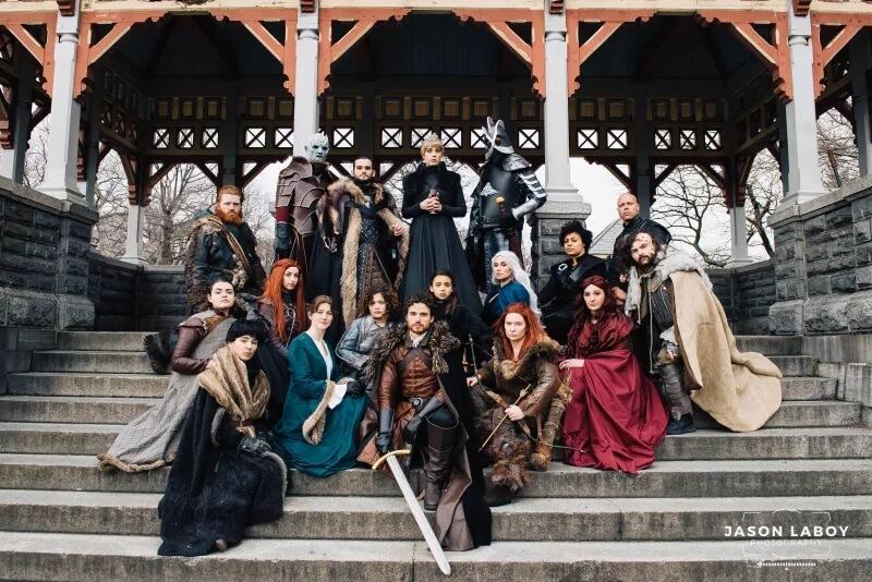 Косплееры собрали всех героев Игры Престолов вместе (для свадебного предложения)