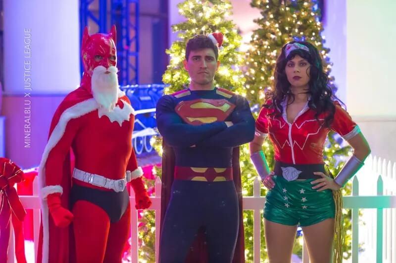 Косплееры желают вам весело провести новогодние праздники