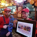 Парень нарядился в страшный костюм Nintendo Switch на Хэллоуин
