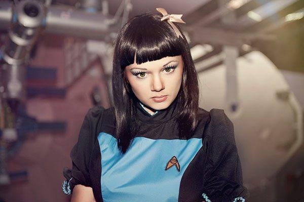Звёздный путь: женский косплей Спока