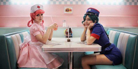 Медсестра Джой и офицер Дженни на досуге