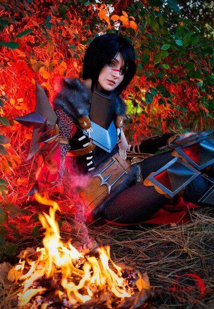 Сражайтесь со скверной! Косплей Леди Хоук из Dragon Age