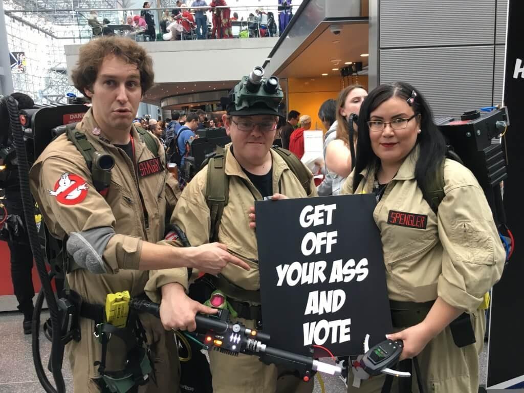 Капитан Америка: Поднимай задницу и иди голосовать!