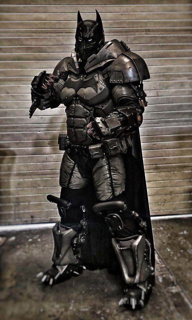 Гигантский костюм Бэтмена – это настоящее произведение искусства
