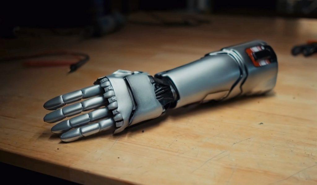 Рука Джонни Сильверхэнда превратилась в настоящий протез